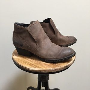 Born brown leather booties 8.5 ankle boots